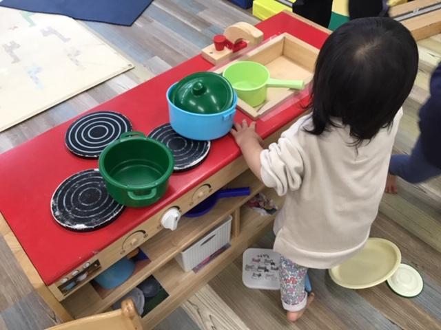 0歳児 ひよこ組 赤組のお部屋で遊びました